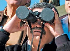 doing-it-wrong-funny-binoculars